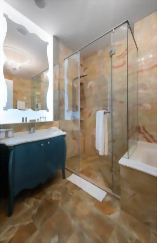 Luxurious Onyx bathroom with an illuminated mirror and Molton Brown bath amenities.